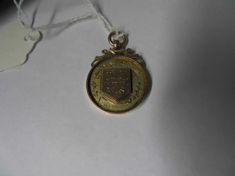 Lot 52 - 9ct gold fob - 9.16grams