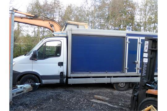 471bf8348f8a28 DS - 2011 61 PLATE IVECO FLATBED BOX VAN. EX TESCO DELIVERY VANS ...