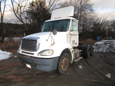 Lot 2 - 2005 FREIGHTLINER CL120 TRUCK TRACTOR, DETROIT 60 SERIES, 6 CYL,. TURBO DIESEL ENG., EATON FULLER,