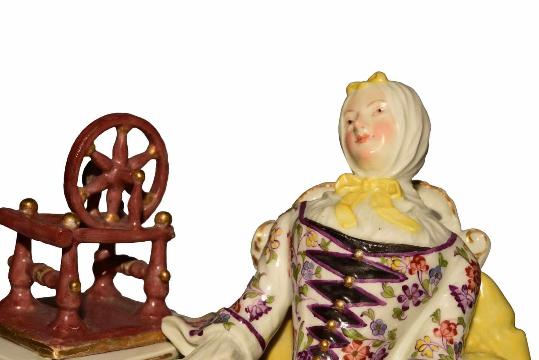 """""""Dame mit Spinnrad"""" Meissen um 1750 - Bild 6 aus 10"""