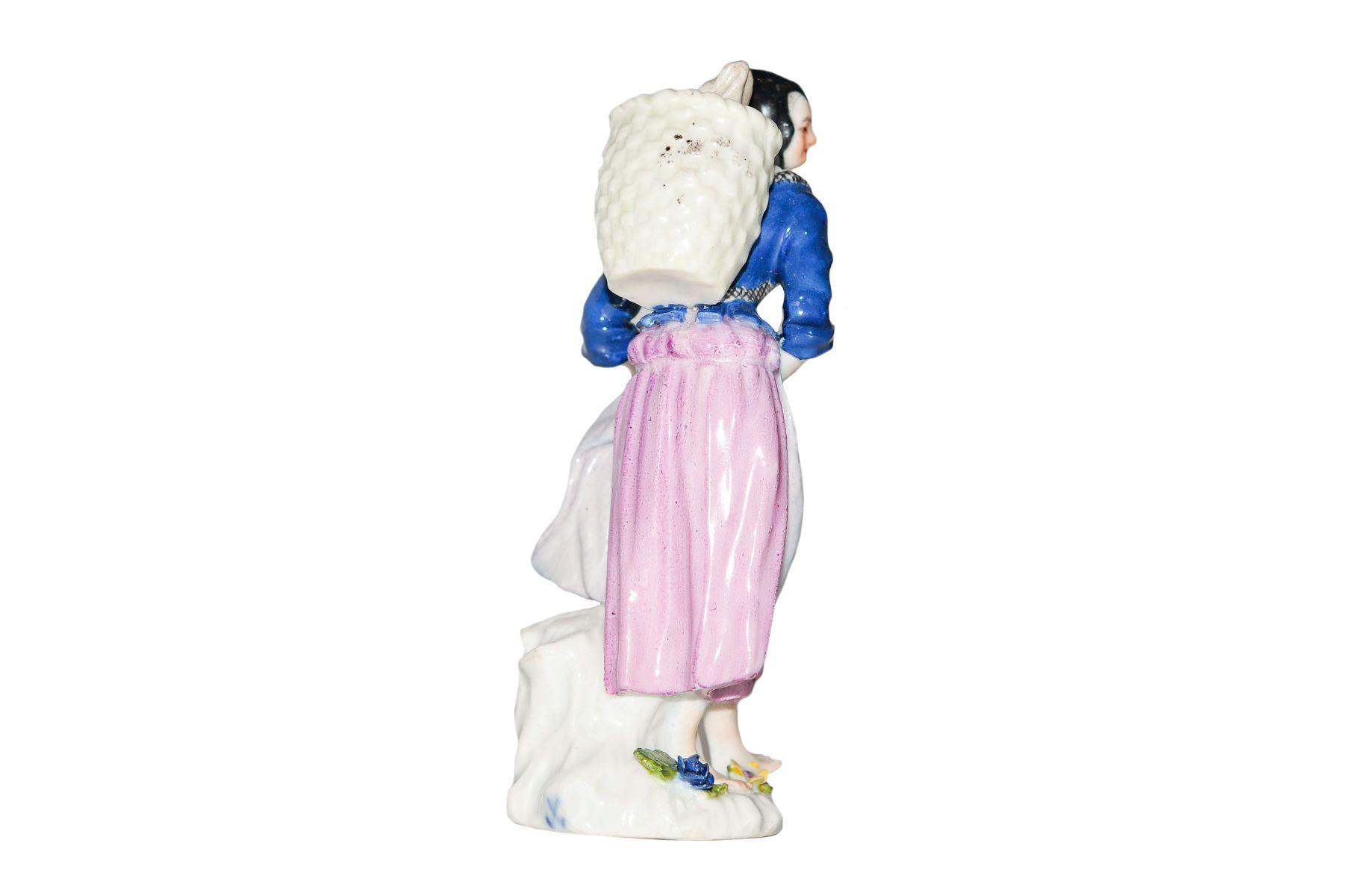 Marktfrau mit Kippe Meissen 1750 - Bild 2 aus 2