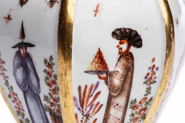 Teedose mit Chinoiserie Szenen, Meissen 1725/28 - Bild 2 aus 3