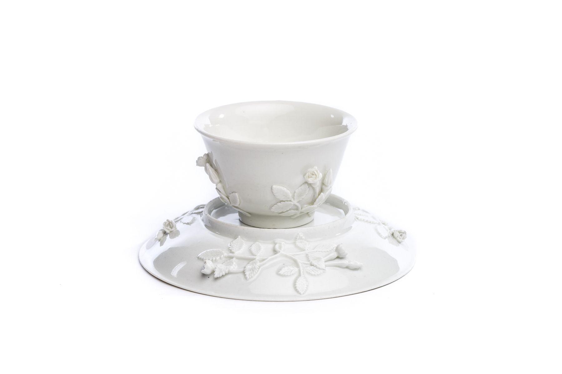 Koppchen mit Unterschale, weißes Böttgerporzellan, Meissen 1720/25