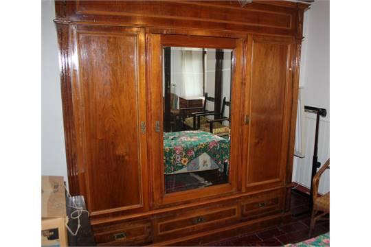 Armadio tre ante di cui una a specchio e tre cassetti, anni 30, cm ...