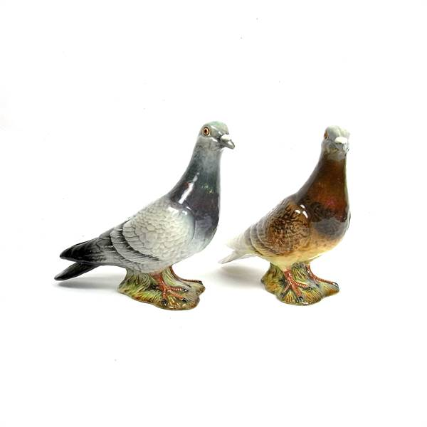 A pair of Beswick pottery pigeons. - Image 1