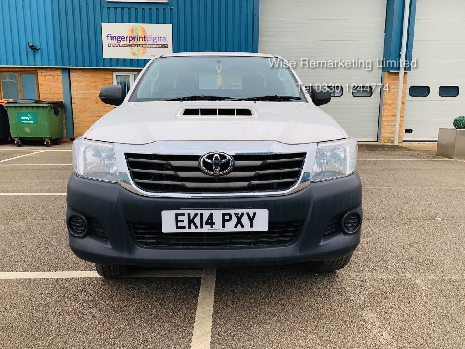 Reserve Met Toyota Hilux Active 2.5 D-4D 4X4 - 2014 14 Reg - Air Con - Tow Pack - SAVE 20% NO VAT - Image 4 of 17