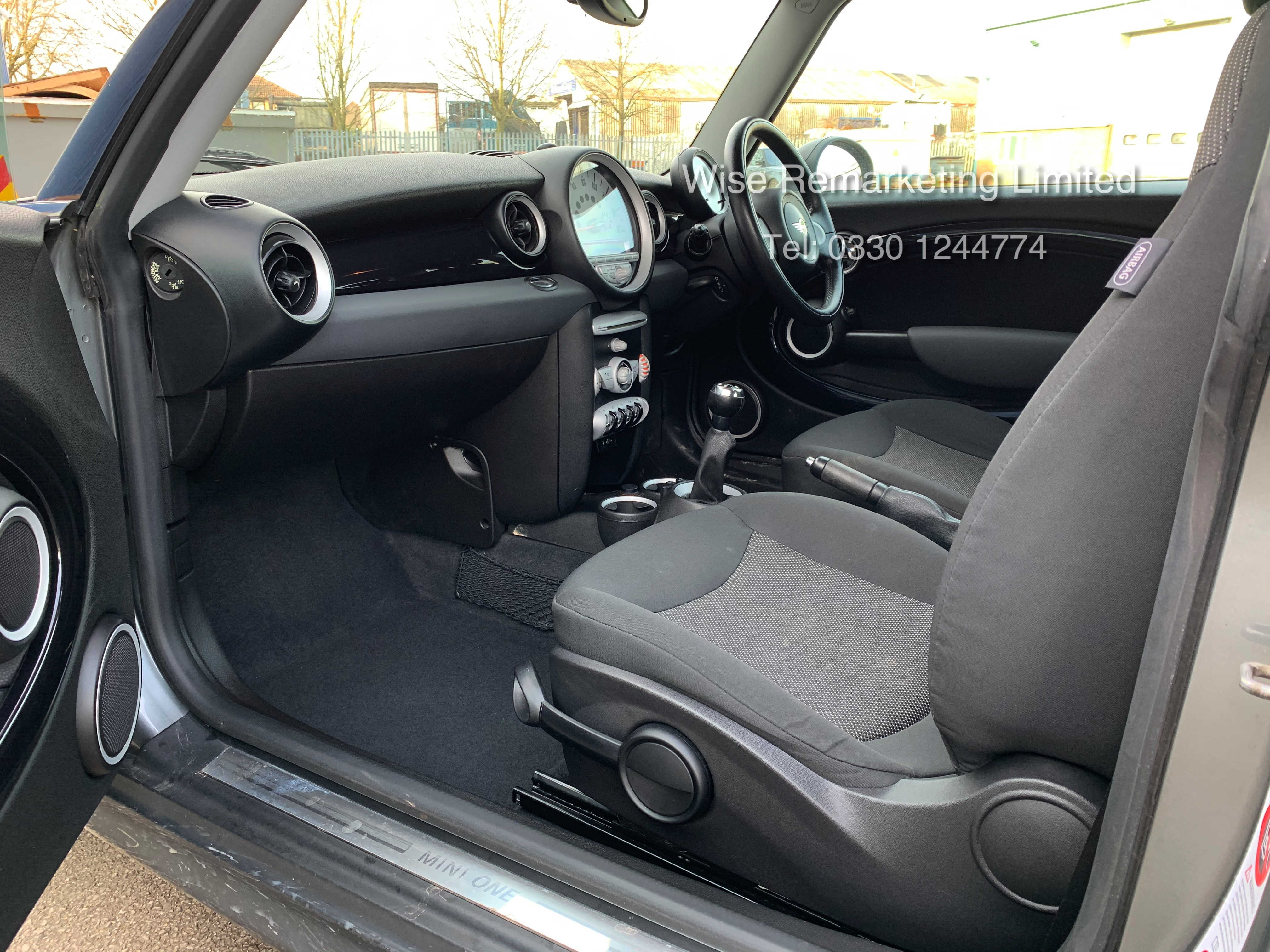 (RESERVE MET) Mini One Graphite 1.4 Petrol - 2010 Model - Service History - 6 Speed - Air Con - - Image 10 of 19