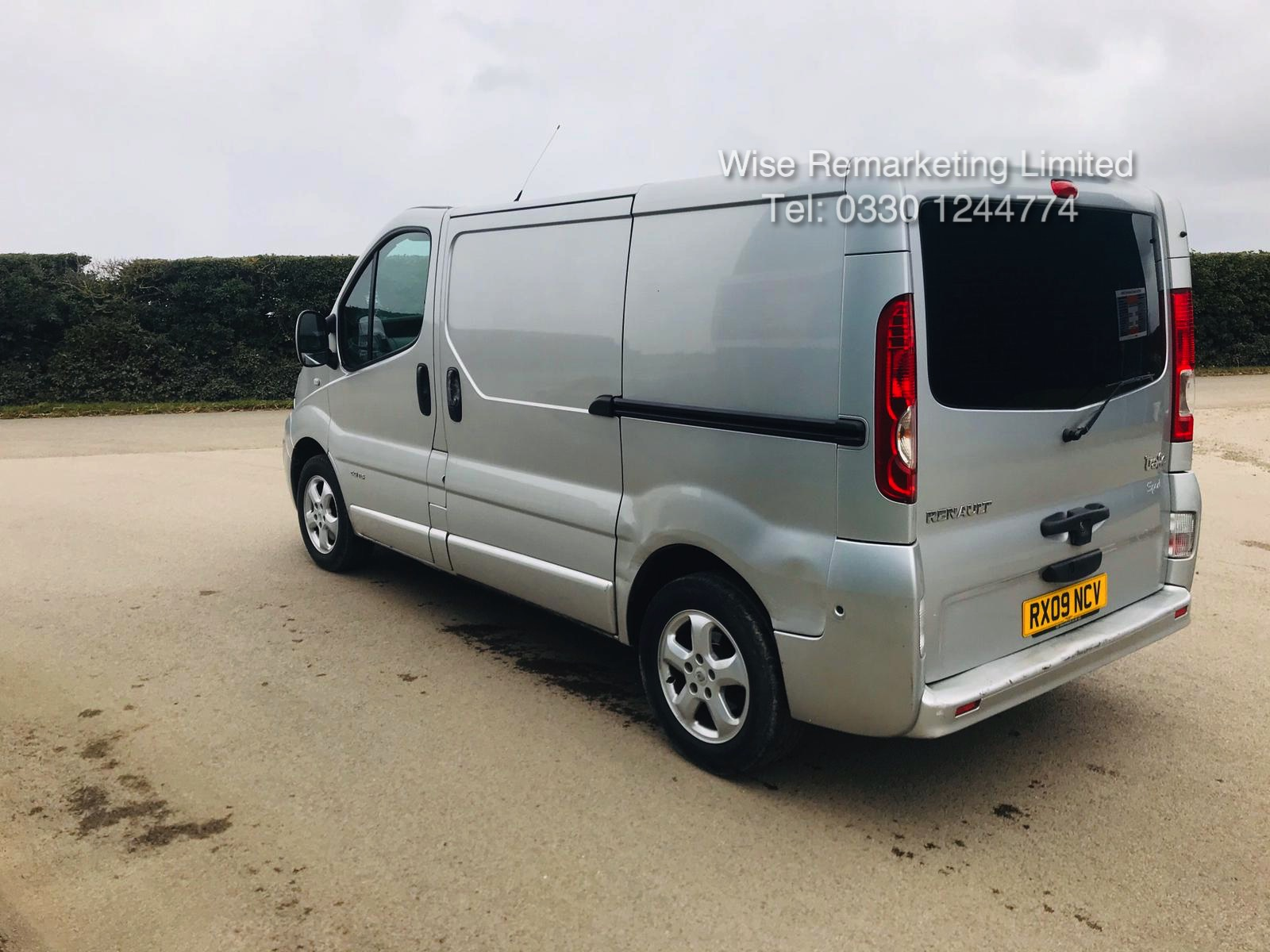 Renault Trafic Sport 2.0 DCI (115 BHP) **Automatic** - 2009 09 Reg - Air Con - Ply lined - Image 5 of 16