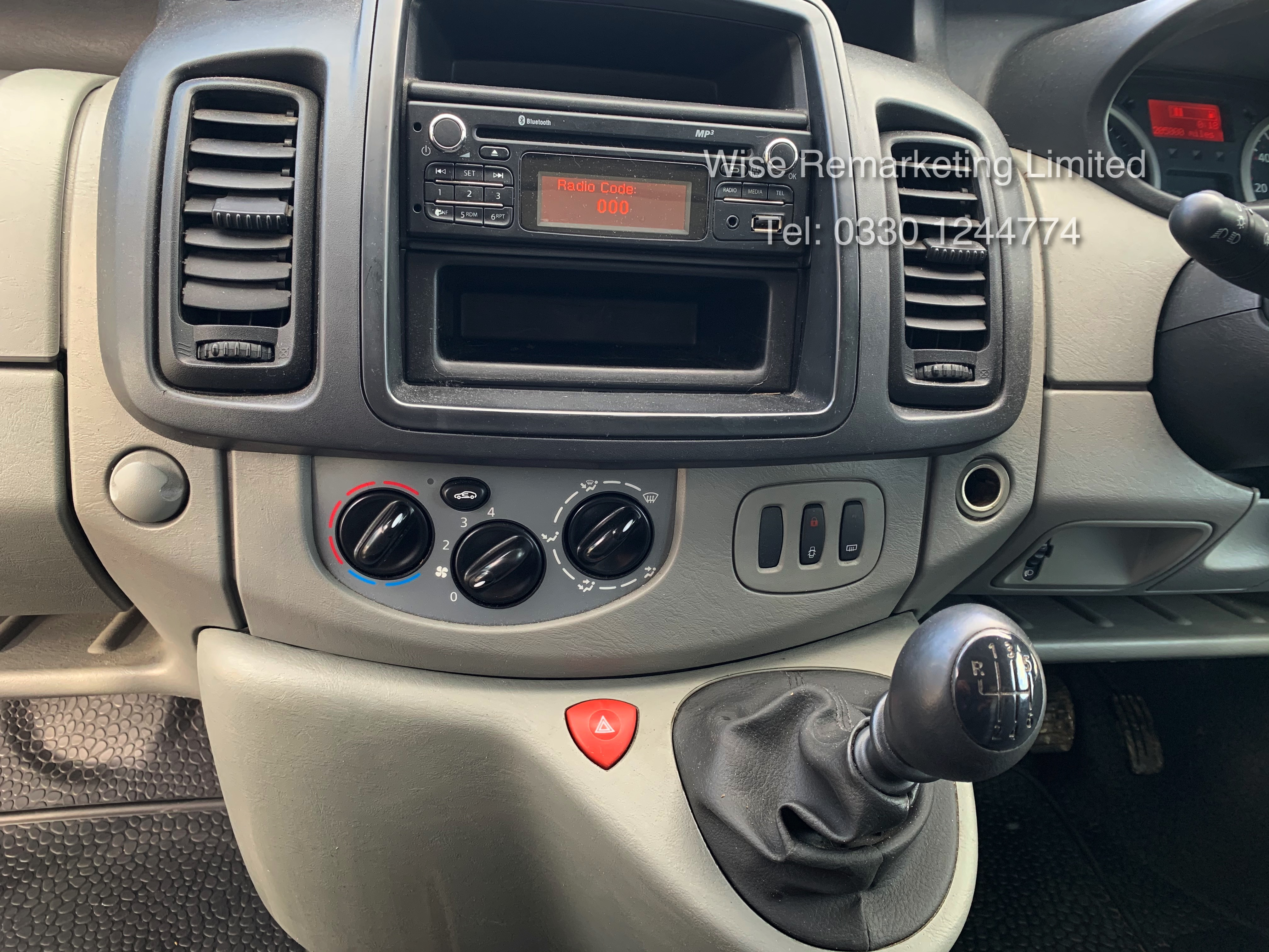 Renault Trafic 2.0 DCI (115 BHP) - 6 Speed - 2014 Reg - Ply Lined - - Image 16 of 21