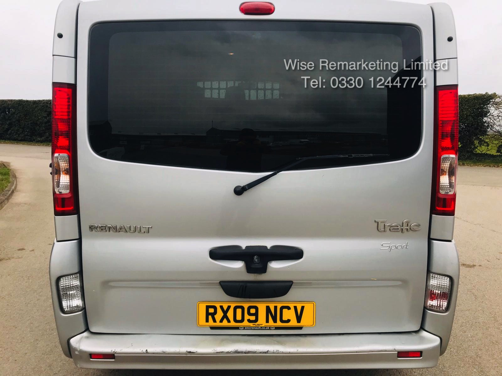 Renault Trafic Sport 2.0 DCI (115 BHP) **Automatic** - 2009 09 Reg - Air Con - Ply lined - Image 4 of 16
