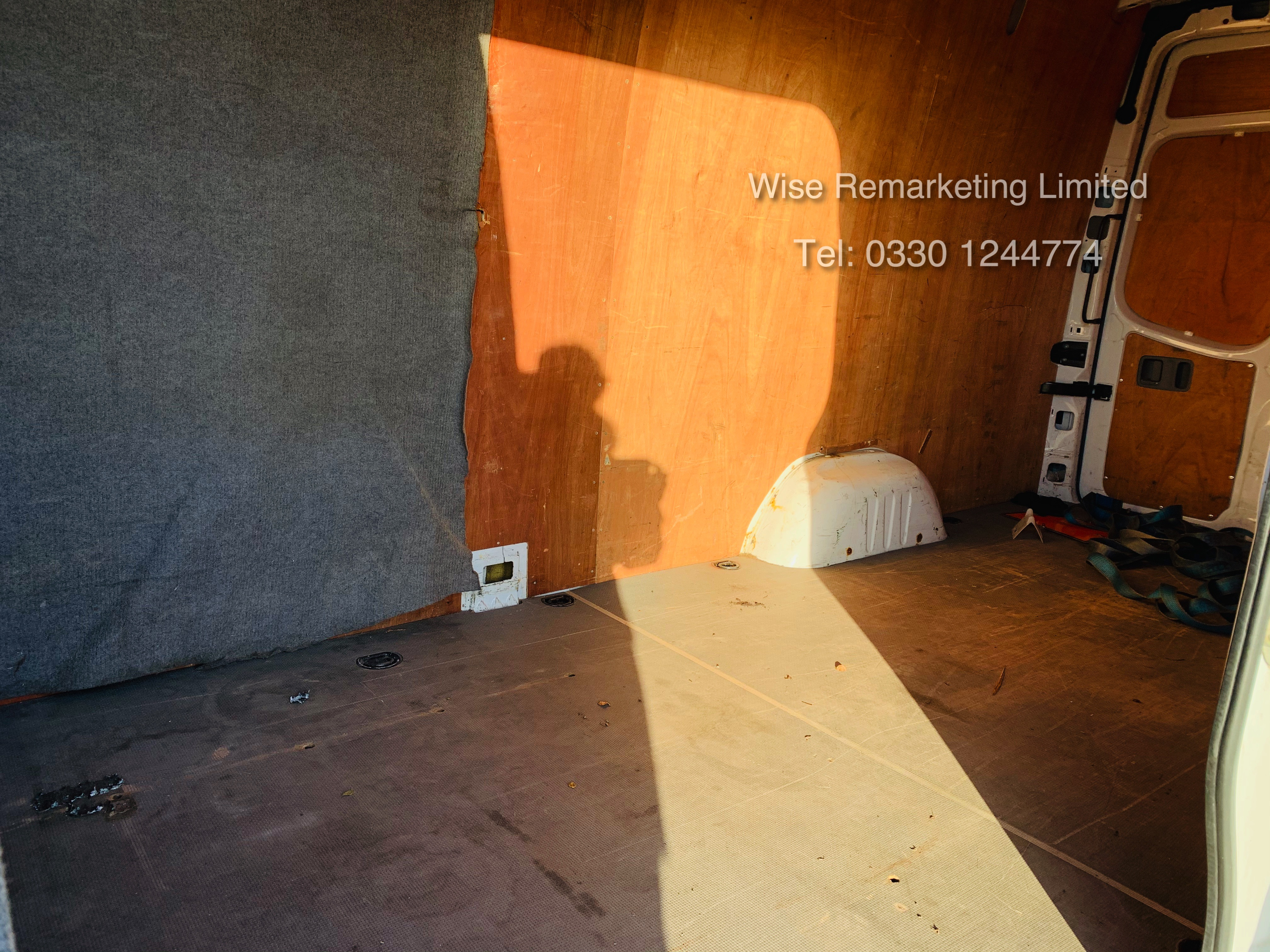 (RESERVE MET) Mercedes Sprinter 316 2.1 CDI Long Wheel Base High Roof Van - 2014 Model - 1 Owner - Image 9 of 19