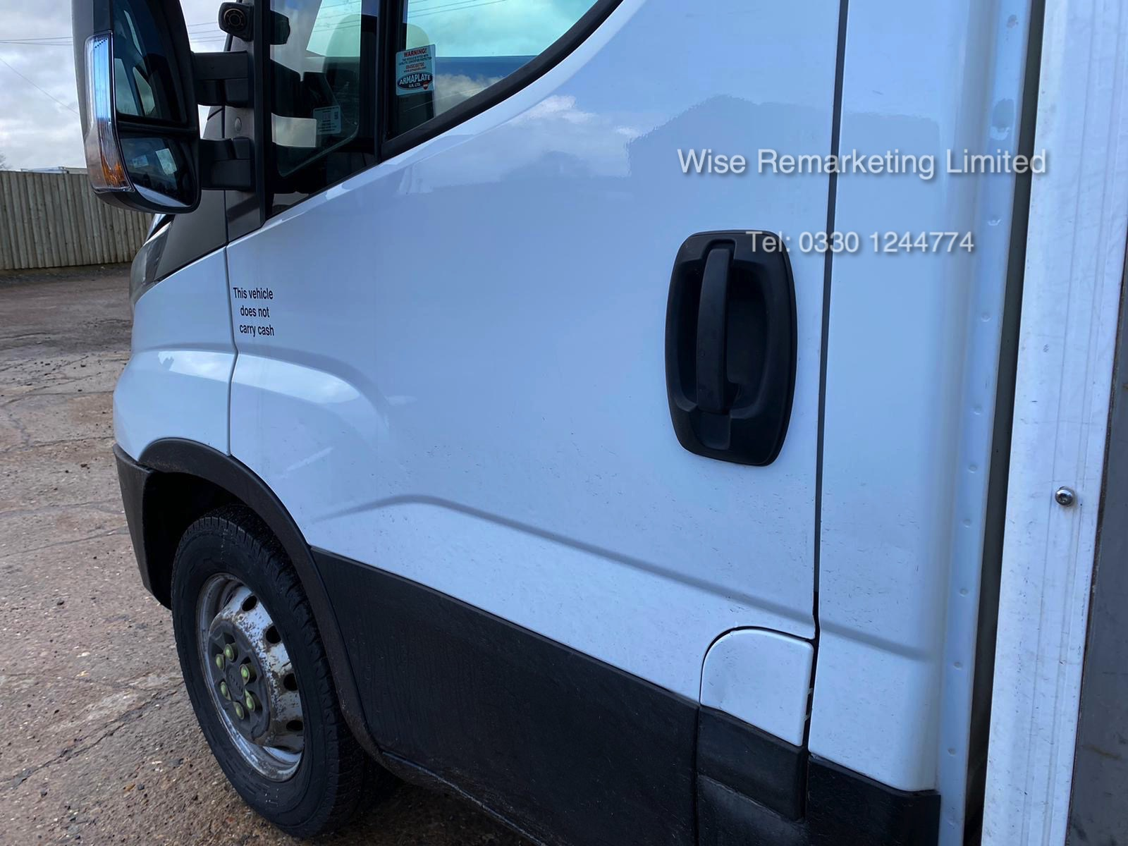 (RESERVE MET) Iveco Daily 35S11 2.3 TD Fridge/Freezer Box Van - 6 Speed - 2015 15 Reg - Image 4 of 17
