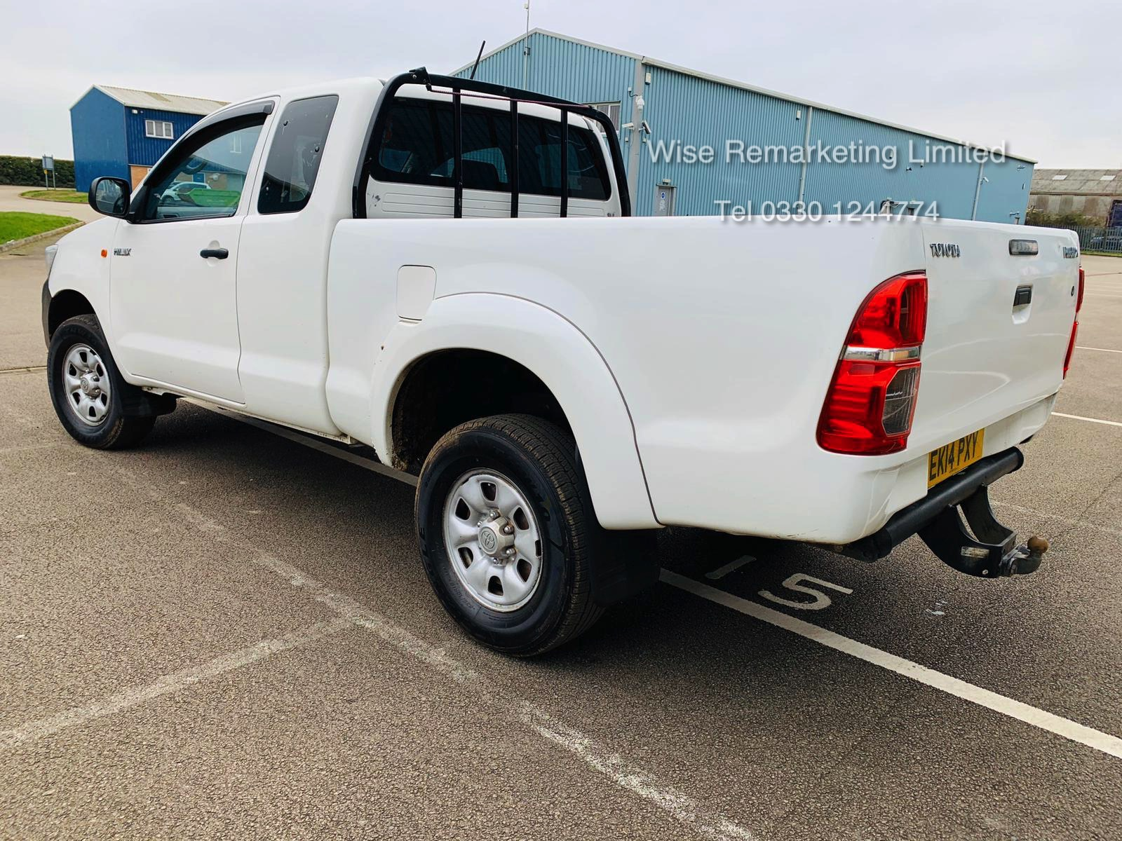Reserve Met Toyota Hilux Active 2.5 D-4D 4X4 - 2014 14 Reg - Air Con - Tow Pack - SAVE 20% NO VAT - Image 6 of 17