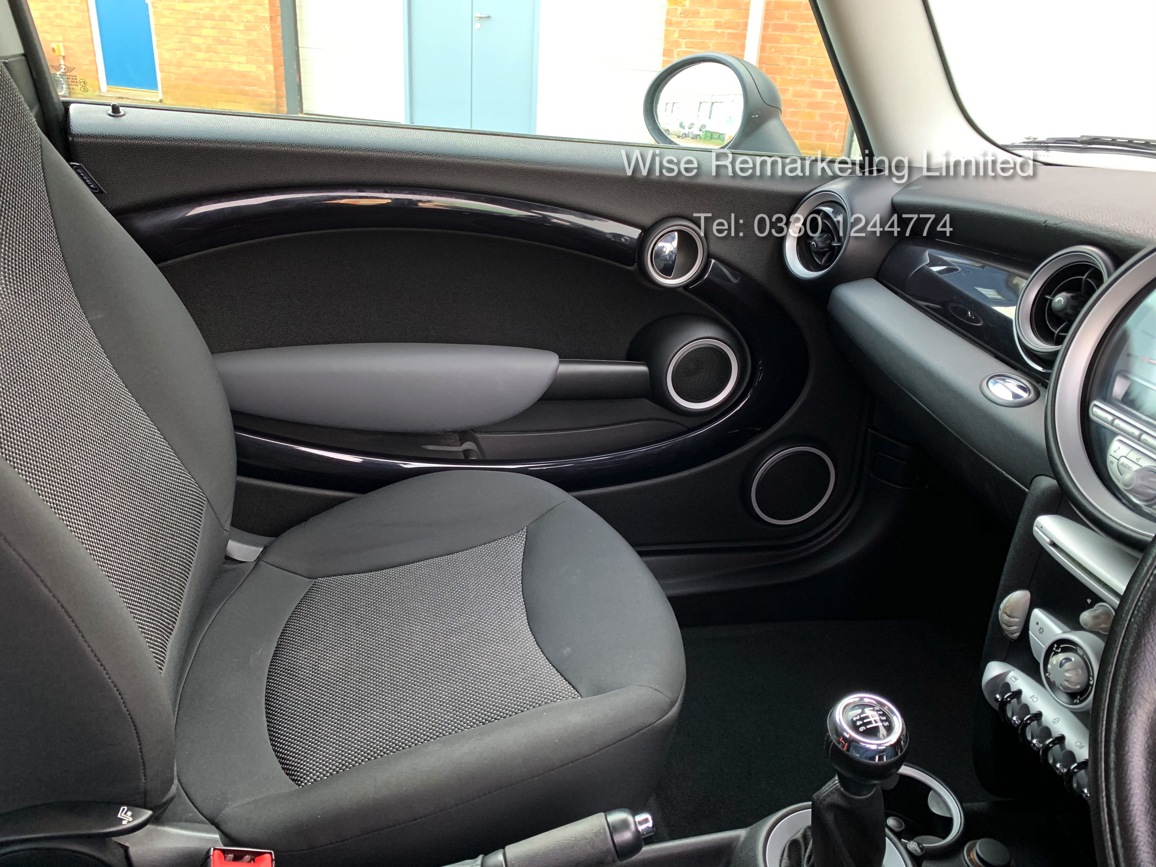 (RESERVE MET) Mini One Graphite 1.4 Petrol - 2010 Model - Service History - 6 Speed - Air Con - - Image 9 of 19