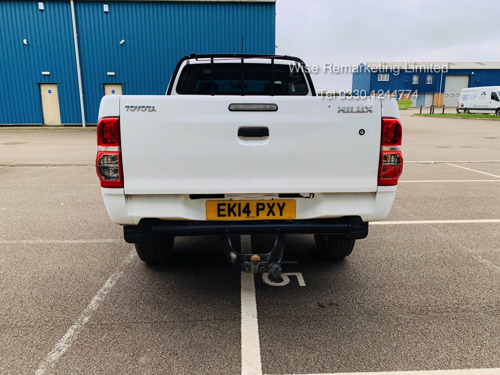 Reserve Met Toyota Hilux Active 2.5 D-4D 4X4 - 2014 14 Reg - Air Con - Tow Pack - SAVE 20% NO VAT - Image 5 of 17