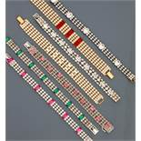 Lot : Sept bracelets plats en métal doré et argenté rhodié, recouverts de strass [...]