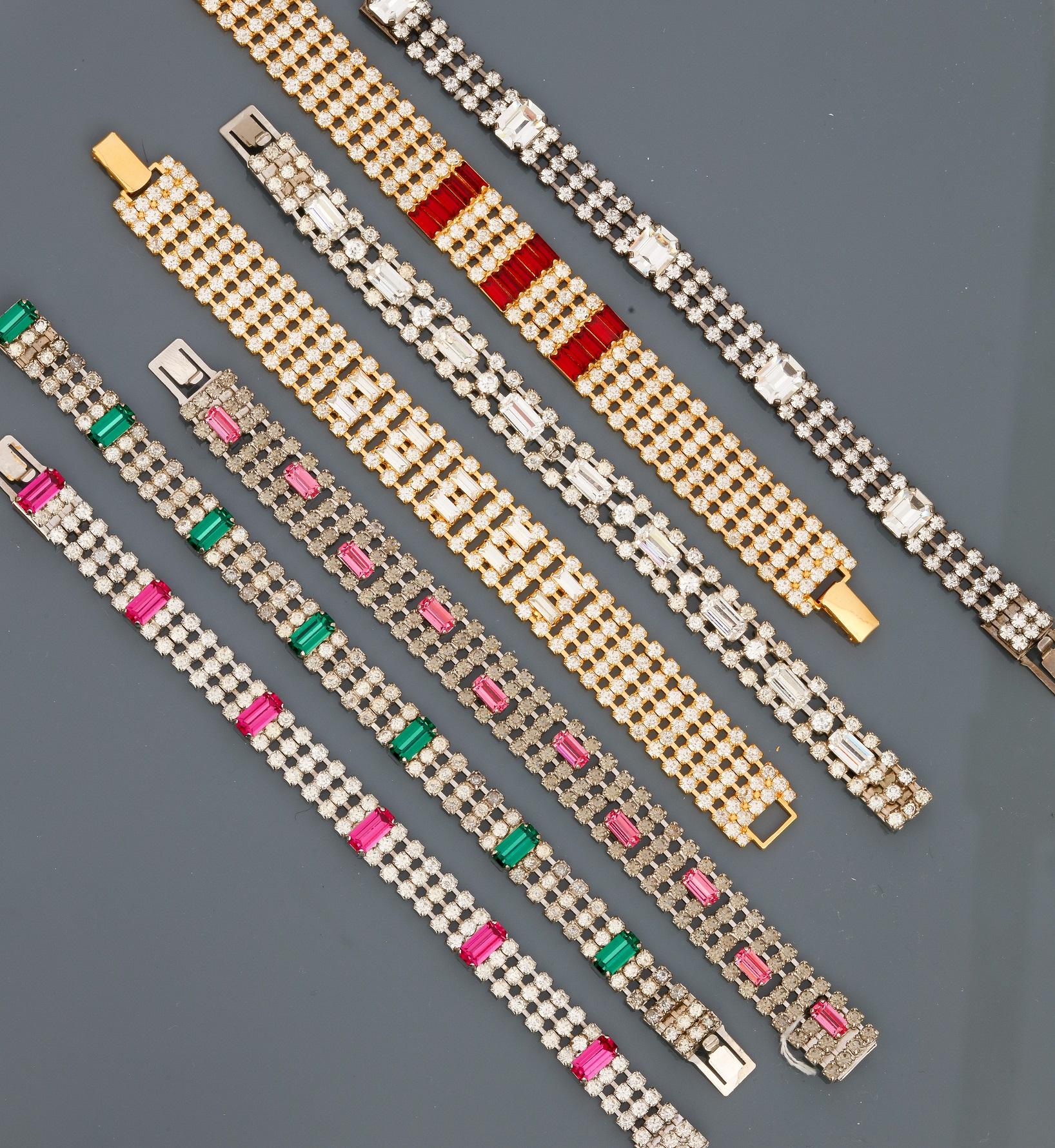 Los 0M - Lot : Sept bracelets plats en métal doré et argenté rhodié, recouverts de strass [...]