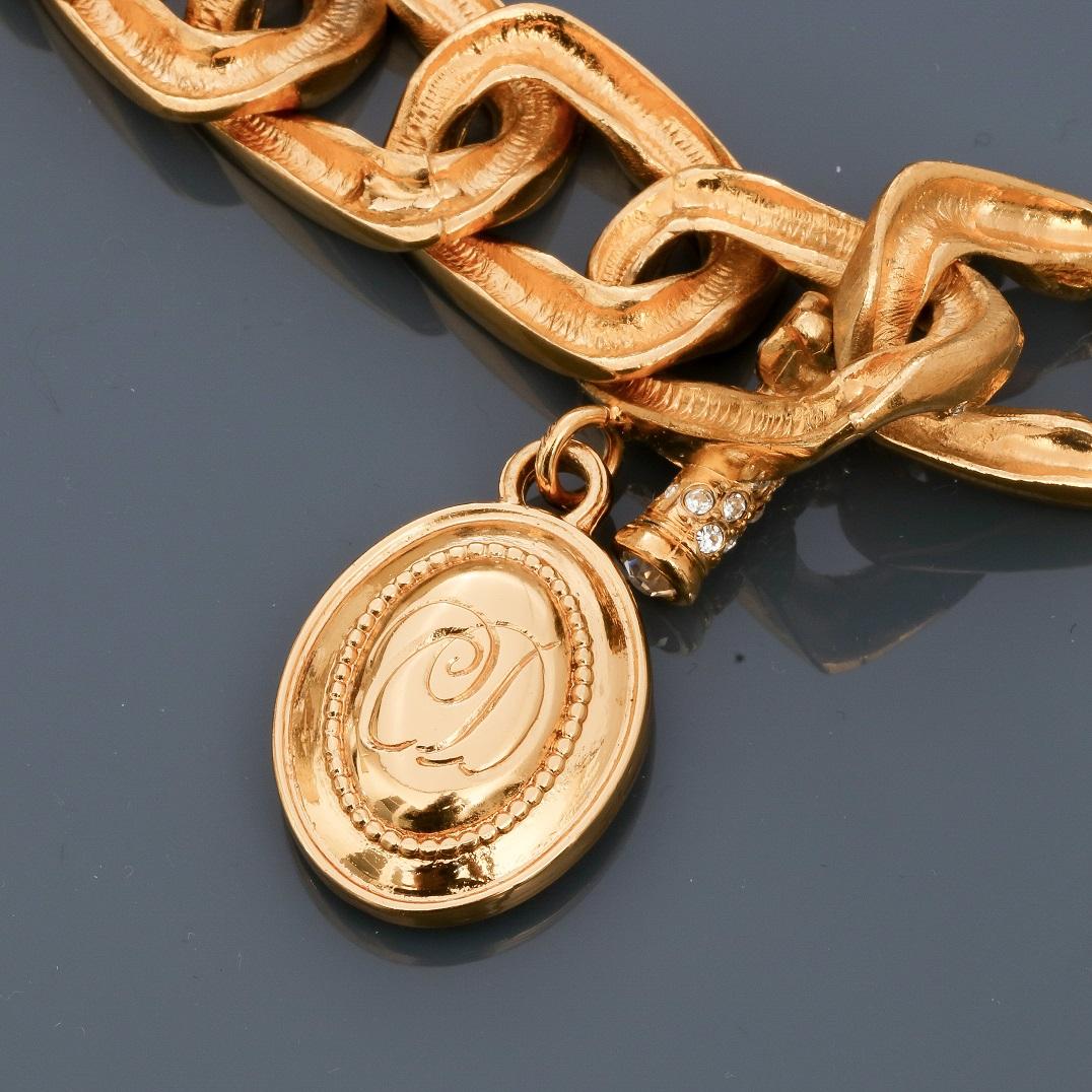 DIOR, Demi parure en métal doré rhodié, Bracelet appliqué d'émail blanc cassé [...] - Image 2 of 2