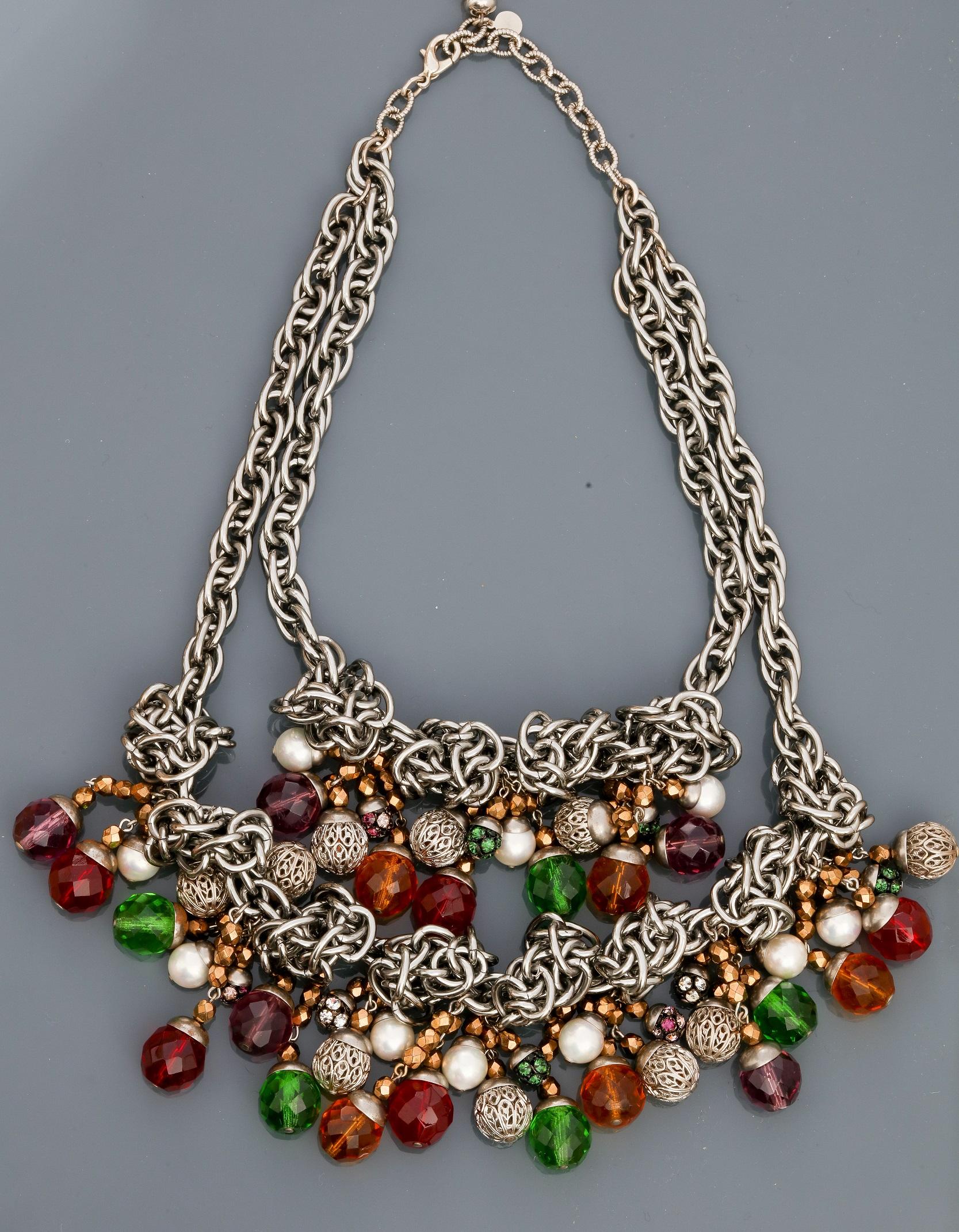 Françoise MONTAGUE, Collier de chaînes en métal rhodié entrelacées portant deux [...]
