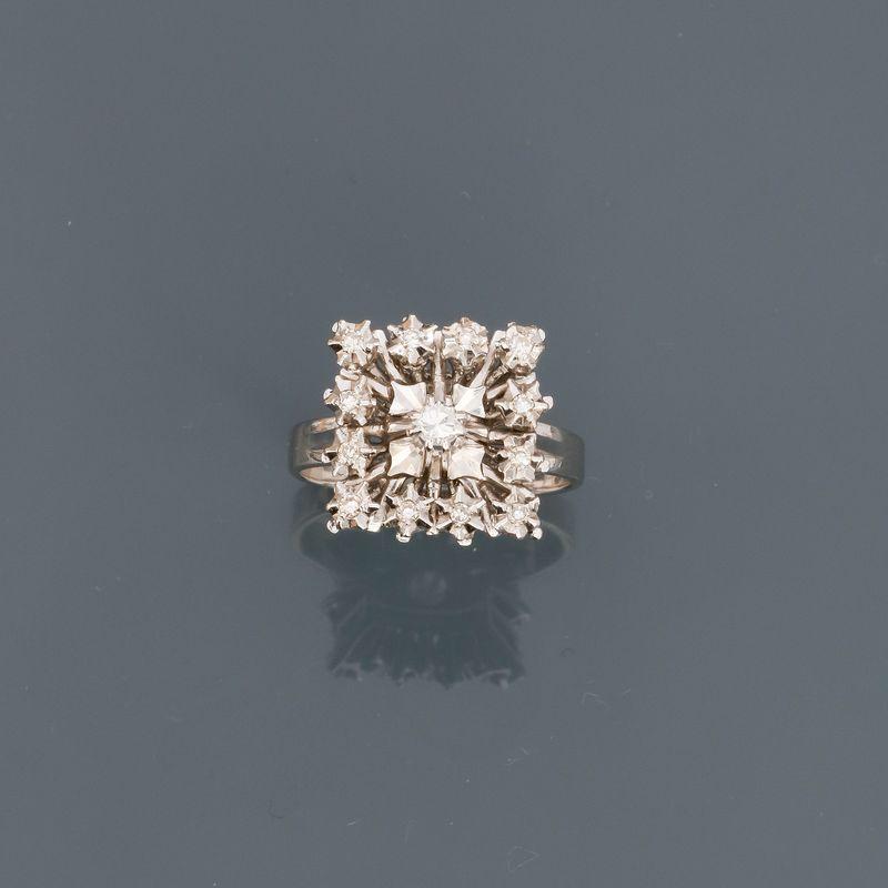 Bague carrée en or gris, 750 MM, ornée de diamants, vers 1960, taille : 52, poids : [...]