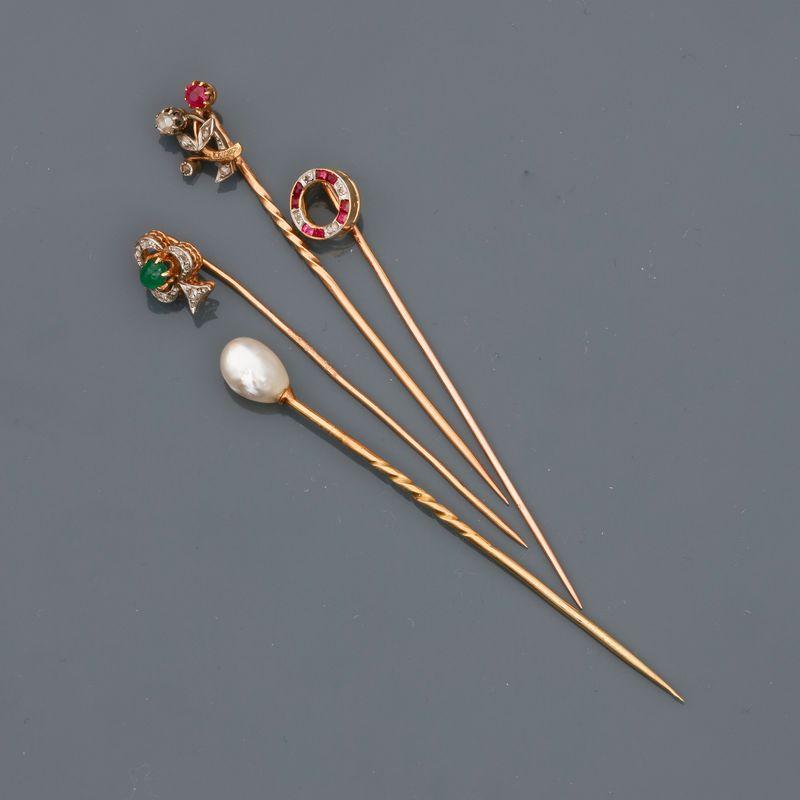 Lot d'épingles en or jaune , 750 MM, dont une ornée d'une perle probablement fine, [...]
