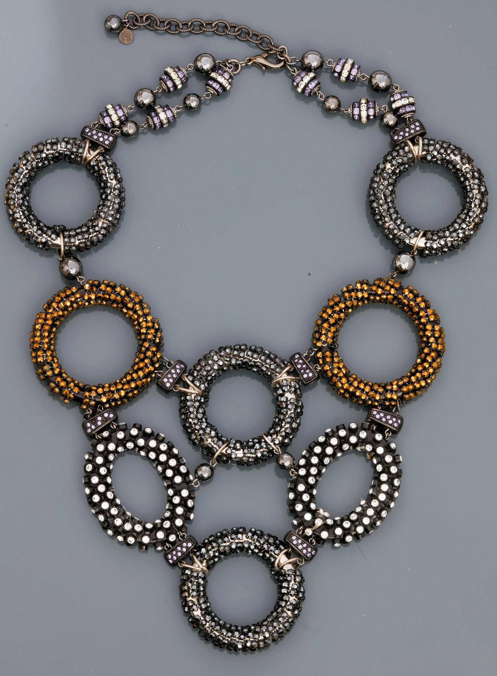 """Françoise MONTAGUE, Collier """" Plastron """" figurant des anneaux recouverts de perles [...]"""