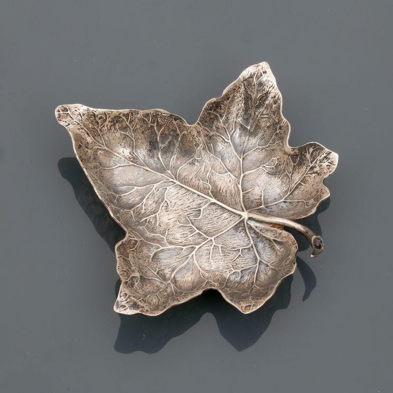 Gianmaria BUCCELLATI, Vide poche dessinant unen feuille de lierre, argent 925 MM, [...]