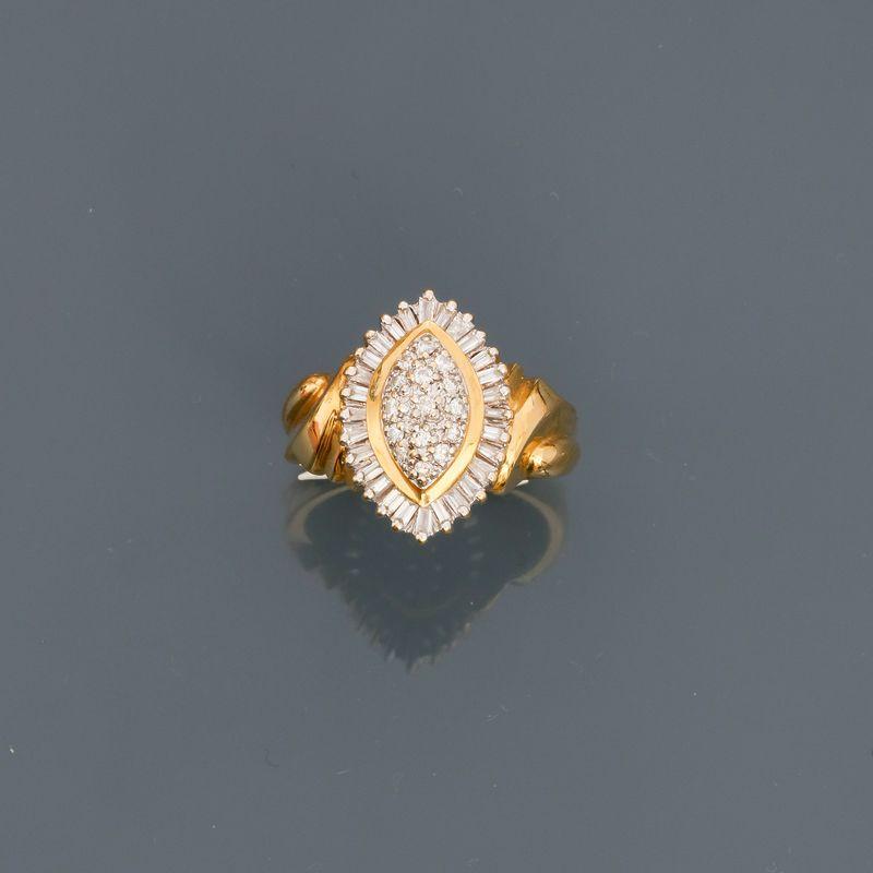 Bague Marquise en or jaune, 750 MM, ornée de diamants, taille : 54, poids : 6,1gr. [...]