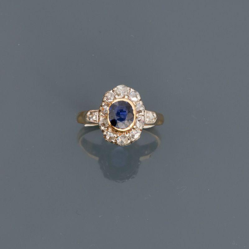 Los 21 - Bague deux ors, 750 MM, centrée d'une pierre bleue entourée de diamants taille [...]
