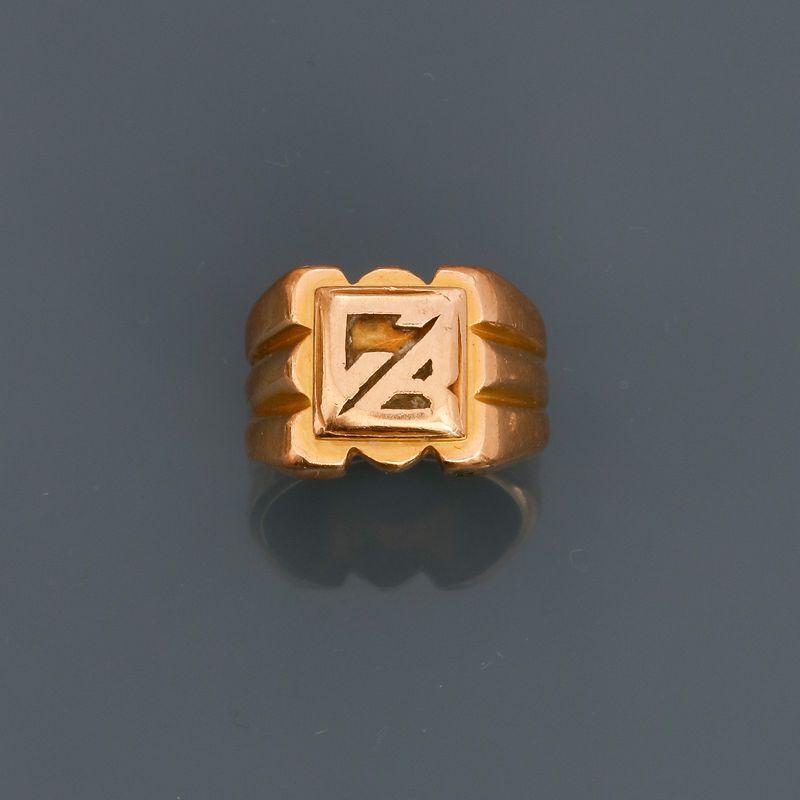 Bague chevalière en or jaune, 750 MM, initiales C.B, en l'état, taille : 49, poids [...]