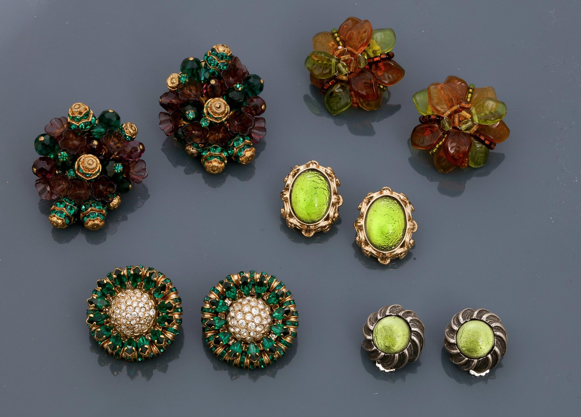 Los 0R - Lot : Cinq jolis clips d'oreilles en métal doré ou argenté rhodié, recouverts [...]