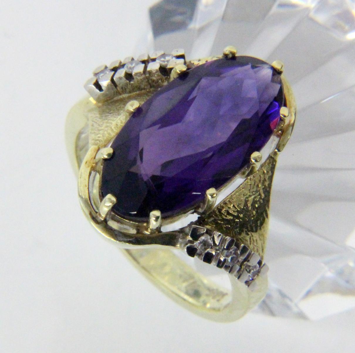 DAMENRING585/000 Gelbgold mit Amethyst und Diamanten. Ringgr. 57, Brutto ca. 8,1g.A LADIES RING