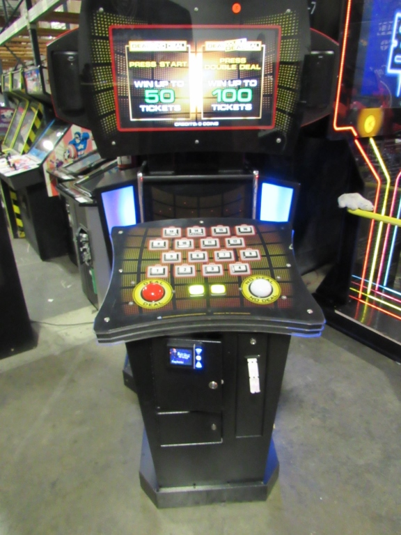 Lot 124 - DEAL OR NO DEAL UPRIGHT ARCADE GAME ICE