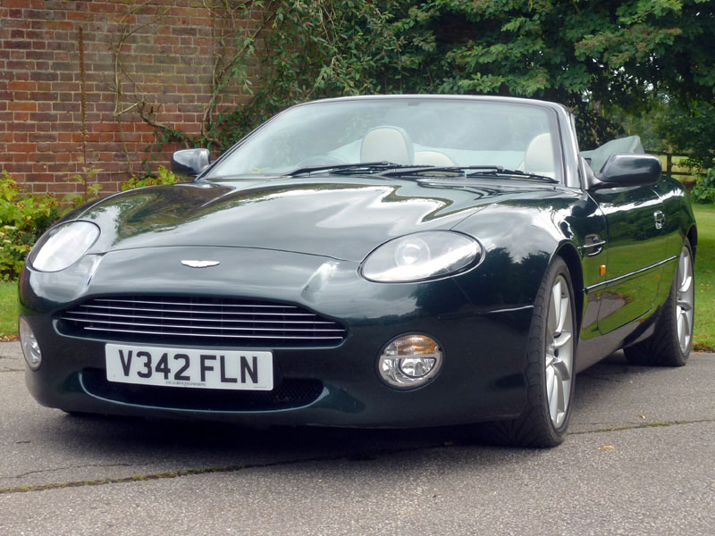 Lot 32 - - Finished in Pentland Green with Magnolia hide- 40,000 recoded miles and MoT'd into May 2016-