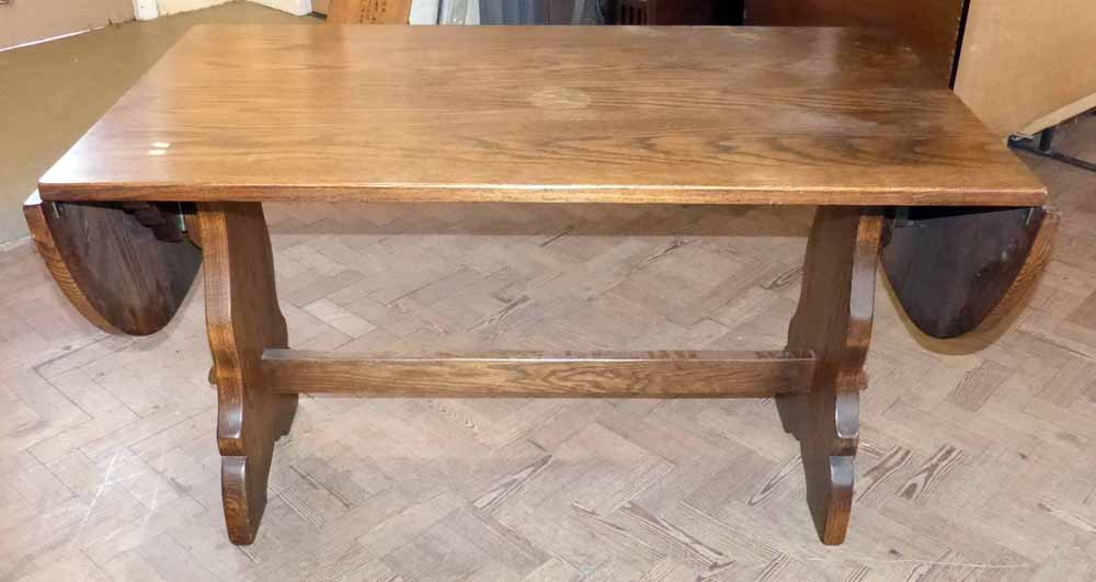 Lot 291   Webber Furniture Oak Refectory Style Dining Table With Drop Ends.  Condition