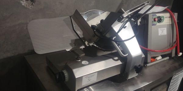 Lot 30 - Scharfen Model ES200 Electric Slicer