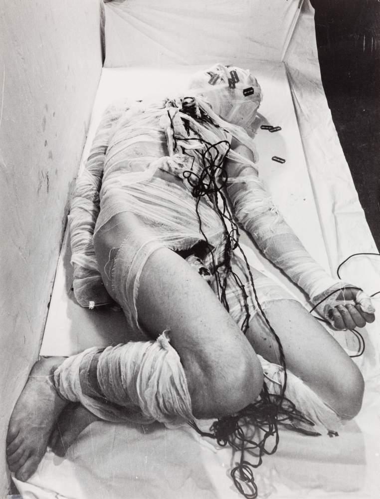 Rudolf Schwarzkogler (Wien 1940 - 1969 Wien)  3. Aktion, Nr. 57 (Foto von Ludwig Hoffenreich)
