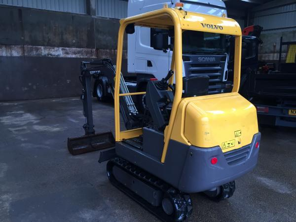 Lot 121 - 2010 VOLVO MINI DIGGER IN GOOD CONDITION NEW TRACKS, READY TO WORK *PLUS VAT*