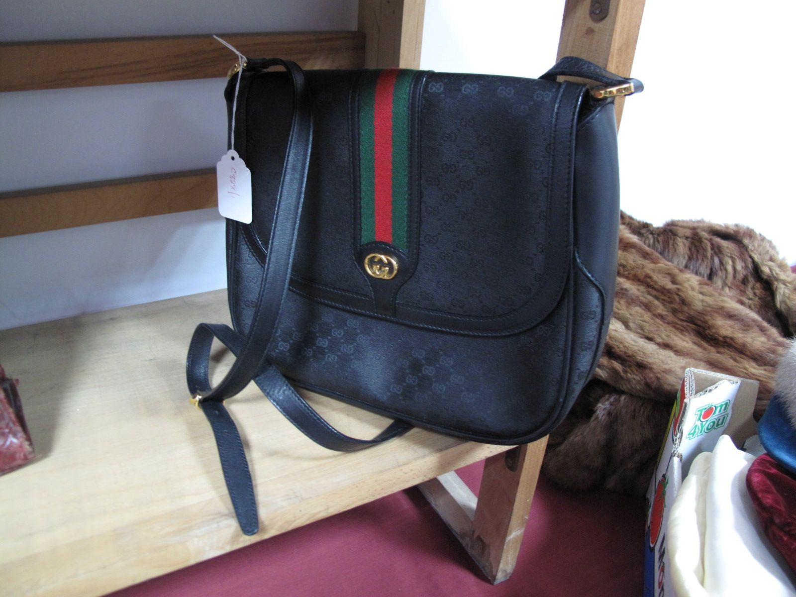 Lot 559 A Vintage Gucci Shoulder Bag In Black Leather And Monogrammed Canvas