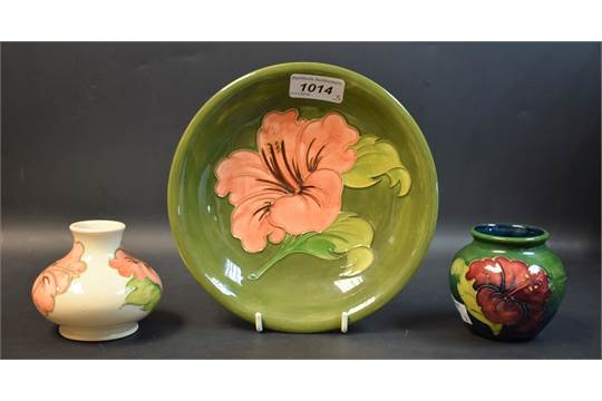 A Moorcroft Hibiscus pattern dish