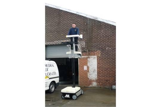 crown wave machine Man up order picker
