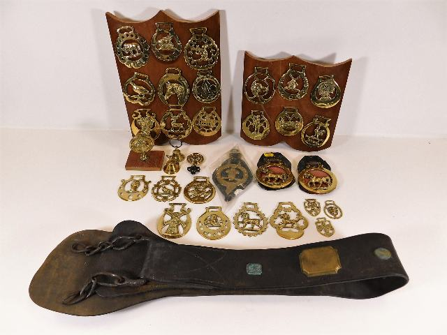 Lot 102 - A quantity of vintage horse brasses & related item