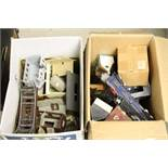Quantity of OO gauge model railway accessories to include plastic trackside buildings, boxed PECO