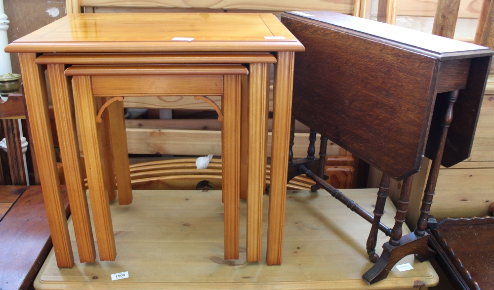 Lot 1009 - A nest of yew occasional tables and a small oak drop leaf table