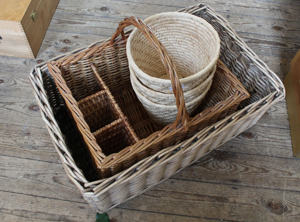 Lot 1005 - A selection of wicker baskets