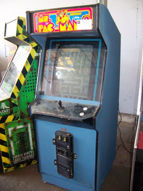 MS. PACMAN UPRIGHT DYNAMO ARCADE GAME - Image 2 of 3
