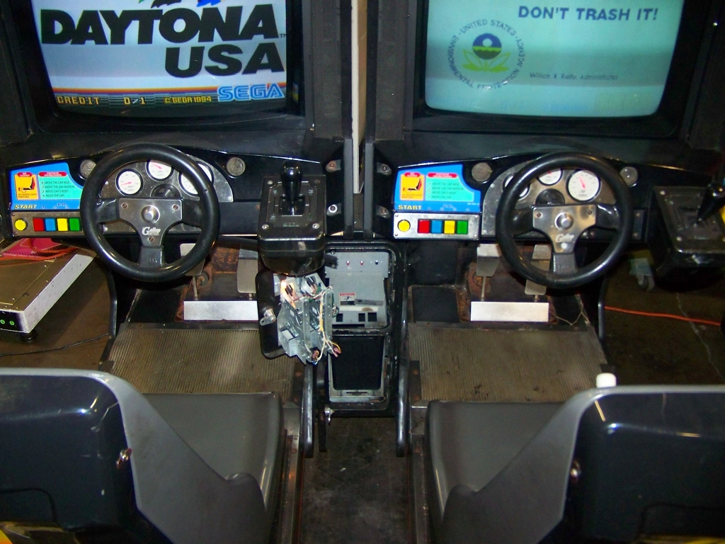 DAYTONA USA TWIN DRIVER ARCADE GAME SEGA - Image 2 of 6