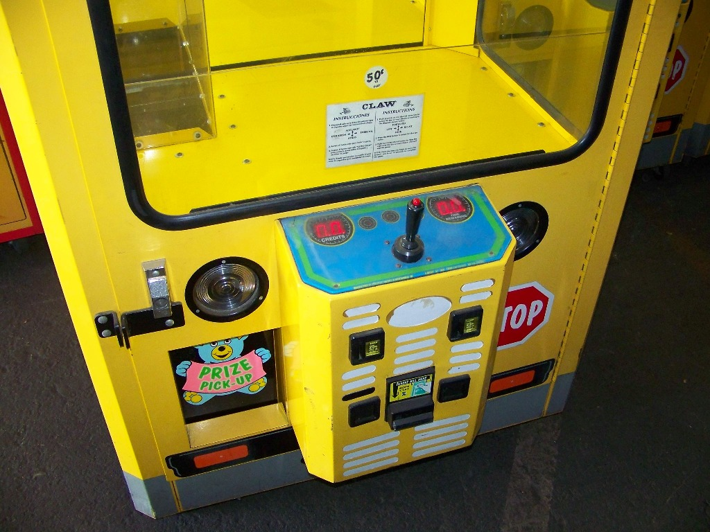 "42"" PLUSH BUS CLAW CRANE MACHINE - Image 4 of 5"