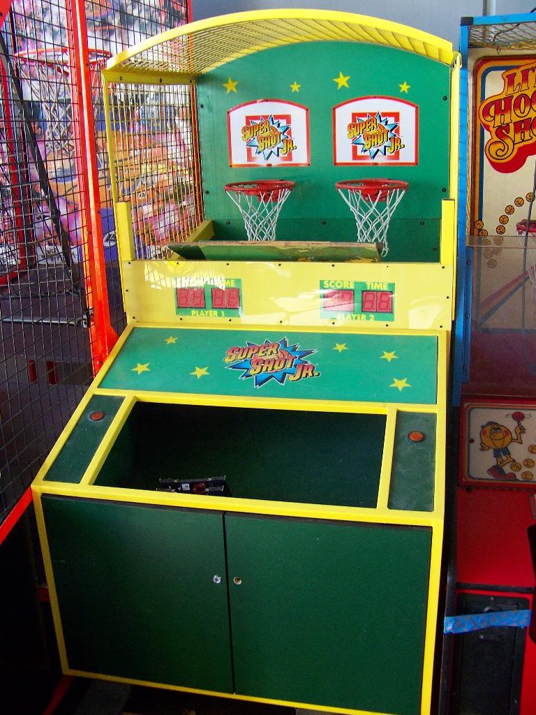Lot 54 - SUPER SHOT JR. BASKETBALL REDEMPTION GAME