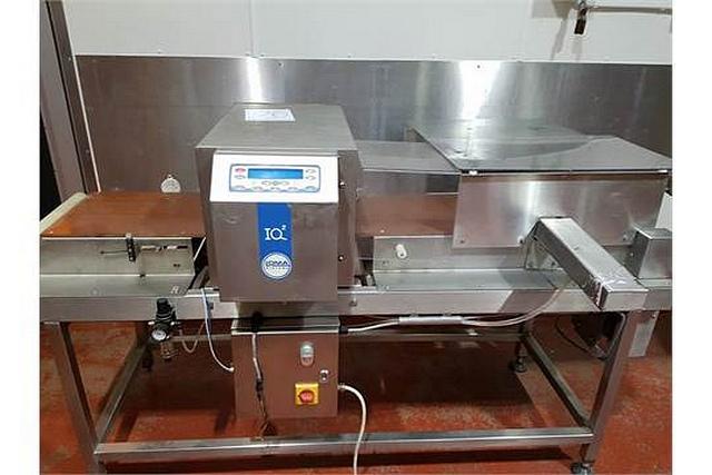 Lot 50 - Loma IQ2 metal detector aperture 400mm x 200mm (s/n M004EUDF-3434S)
